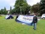 22102020_tenda-yang-didirikan-mahasiswa-yang-kamping-di-jalan-boulevard-ugm.jpg