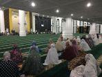 2404salat-tarawih-pertama-di-masjid-anambas.jpg