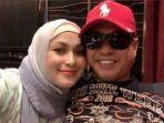 27102021_penyanyi-malaysia-ezlynn-dan-sang-suami-wan.jpg