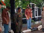 28022020_viral-foto-orang-mematung-di-trotoar-di-kebumen.jpg