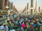 300-ribu-muslim-berbuka-tiap-hari-selama-ramadan-di-masjid-nabawi-madinah_20160614_150104.jpg