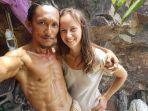 30062021_losiri-foto-selfie-dengan-salah-seorang-wanita-turis.jpg