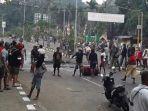 aksi-blokade-jalan-oleh-masyarakat-papua.jpg