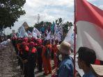 aksi-buruh-fspmi-di-depan-kantor-wali-kota-batam_20180201_113249.jpg