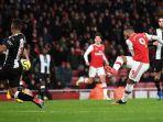 alexandre-lacazette-mencetak-gol-keempat-arsenal-ke-gawang-newcastle-united.jpg