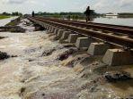 aliran-dari-luapan-sungai-cisanggarung-di-kecamatan-ciledug_20180224_132756.jpg