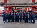 anggota-pemadam-kebakaran-di-batam.jpg