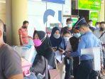 antrean-calon-penumpang-di-bandara-hang-nadim-1.jpg