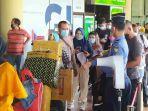 antrean-calon-penumpang-di-bandara-hang-nadim.jpg