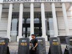 aparat-keamanan-menjaga-gedung-mahkamah-konstitusi.jpg