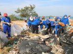 atb-peduli-lingkungan-bersihkan-pantai.jpg