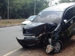 avanza-luxury-hitam-bp-1695-hf-alami-kecelakaan-tunggal-di-jalan-gajah-mada_20180413_174133.jpg