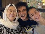baim-wong-bersama-ibunda-dan-sang-istri-paula-verhoeven.jpg