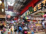 bugis-street-tempat-belanja-oleh-oleh-di-singapura.jpg