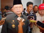 bupati-kabupaten-kepulauan-anambas-tengku-mukhtaruddin-1_20150415_093225.jpg
