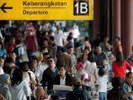 calon-penumpang-memadati-pintu-keberangkatan-terminal-1-b-bandara-soekarno-hatta.jpg