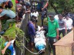 evakuasi-buaya-oleh-bksda-sulawesi-utara.jpg