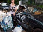 evavn-lisa-dengan-mobil-camry-bobroknya-dan-sampah-hasil-memulungnya.jpg