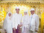 foto-pernikahan-cut-meyriska-roger-danuarta-dan-orang-tua-cut-meyriska.jpg