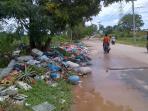 foto-tumpukan-sampah-di-depan-perumahan-jufiter-marina_20160528_193109.jpg
