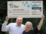 fred-dan-lesley-higgins-memenangkan-lotre_20180803_115350.jpg