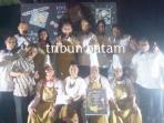 general-manager-turi-beach-resort-sumantri-endang-dan-buku-wonderful-indonesia-cook-book_20161017_193326.jpg