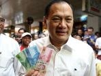 gubernur-bank-indonesia-agus-dw-martowardojo-menunjukkan-nkri_20161221_165703.jpg