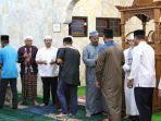 gubernur-kepri-dan-jemaah-masjid.jpg