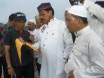 gubernur-kepulauan-riau-h-nurdin-basirun-tugu-islami_20180104_153455.jpg