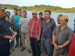 gubernur-nurdin-dan-nelayan_20161205_085542.jpg
