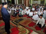 gubernur-nurdin-saat-safari-ramadan_20160610_230736.jpg