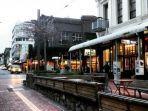 ilustrasi-cuba-street-pusat-perbelanjaan-oleh-oleh-di-auckland-selandia-baru.jpg