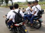 ilustrasi-pelajar-bawa-kendaraan-bermotor-ke-sekolah_20151002_180108.jpg