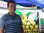 irfan-penjual-durian-di-jalan-sudirman_20170125_010550.jpg