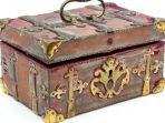 isi-kotak-milik-pemburu-vampir-yang-dilelang-hansons-auctioneers.jpg