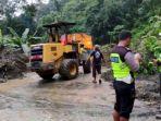 jalan-lintas-sumatera-di-kabupaten-solok-putus-total-selama-4-jam.jpg