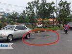 jalan-rusak-di-jalur-depan-sp-plaza_20180531_140247.jpg
