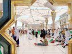 jemaah-tengah-berada-di-lingkungan-masjid-nabawi.jpg