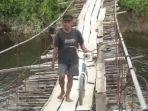 jembatan-kayu-di-bawahnya-ada-buaya.jpg