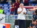 jose-mourinho-pelatih-as-roma-asal-portugal-saat-pertandingan-melawan-fiorentina.jpg
