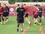 jose-mourinho-pelatih-as-roma-memimpin-latihan-jelang-lawan-cska-sofia.jpg