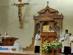 jumat-agung-di-gereja-katolik-st-petrus-blok-ii-lubuk-baja-batam_20180330_130935.jpg