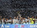 juventus-melakukan-selebrasi-setelah-mendapatkan-trofi-juara-serie-a-liga-italia.jpg