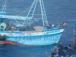 kapal-ikan-asing-diamankan-kp-orca-02-di-perairan-natuna_20161120_203539.jpg