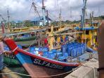 kapal-pelaku-ilegal-fishing-di-tangkap_20160214_102359.jpg