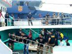 kapal-taiwan-yang-diduga-bermuatan-sabu-ditangkap-di-karimun_20180223_175949.jpg