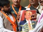 kelompok-hindu-sena-merayakan-kemenangan-donald-trump_20161107_155512.jpg