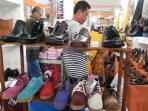 koleksi-sepatu-yang-ditawarkan-di-stan-ud-lievieda_20160422_171014.jpg