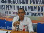 komisioner-divisi-hukum-kpu-batam-mangihut-rajagukguk_20171117_142943.jpg