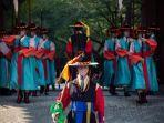 korea-selatan-memperluas-aturan-mengenakan-masker-saat-kasus-covid-19-kembali-melonjak.jpg
